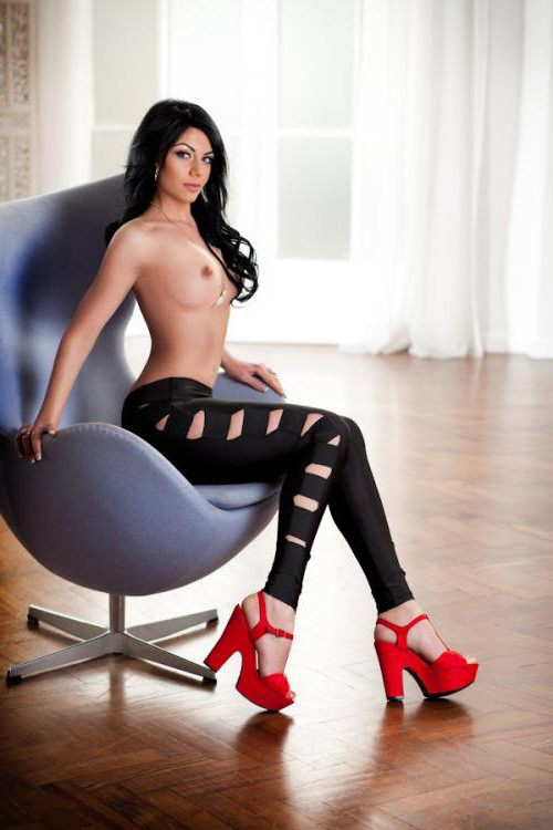 Amy Beautiful escort london